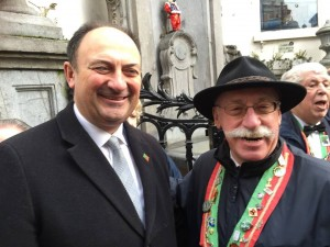 Mr. Willy Borsus et Mr. Marc Guébel (Les Amis de Mannekenpis)